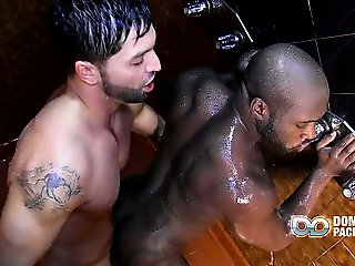 Dark muscle hunk Dallas can't ignore the hard cock of