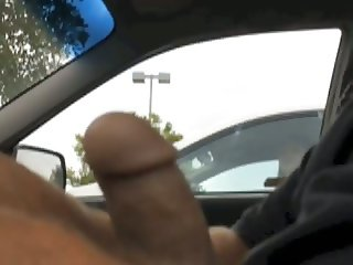 Women watch me jerk off in my car -carflashing