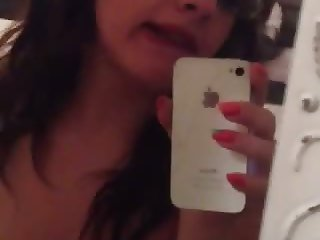 Hot Amateur Takes Naked iPhone Video Selfie