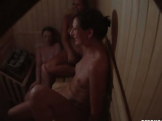 Amateur Naked Girls Spied on Hidden Camera