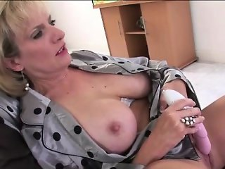 Mature british dame toys pussy