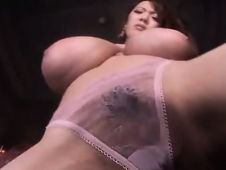 Hitomi Tanaka plays with gigantic boobs