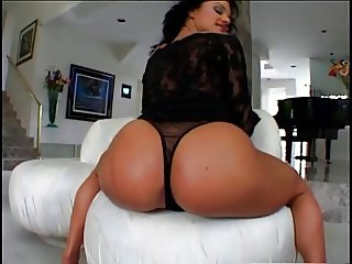 Bella BRUNETTE BIG ASS DOUBLE PENETRATION INTERRACIAL ASS974