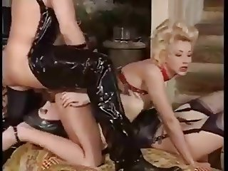 Fisting and fucking in latex!