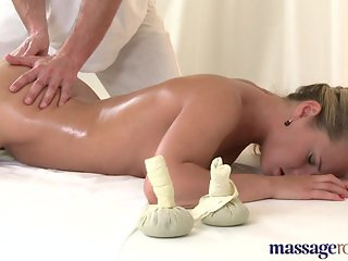 Massage Rooms Czech stunner has G-spot orgasm