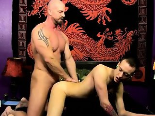 Naked men Chris gets the spunk boned out of him while he\'s o
