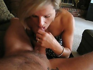 Housewife MILF Gives Good Head for Cum