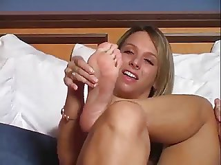 Brianna Beach jerk off instructions - foot fetish
