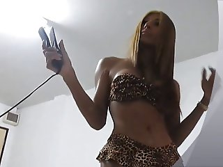 Gorgeous pattaya ladyboy Kitty dancing in his Room