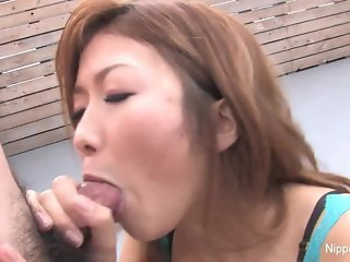 Japanese babe blows and eats cum