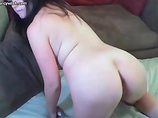 Nasty babe pleasuring her asshole