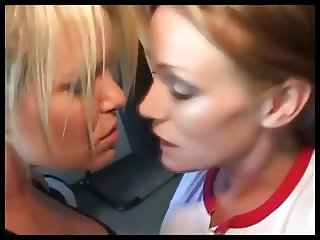 girls kissing compilation