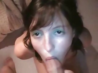 Brunette wants cum in her mouth