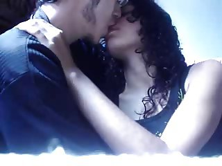 Amateur Couple kissing