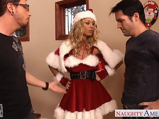 Lovely Santa babe Nicole Aniston take 2 dicks
