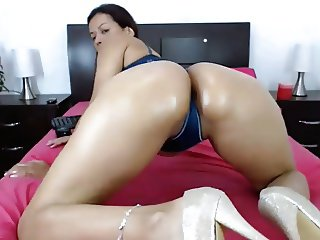 Mature Latina Milf Nicole Ass Shaking Tease