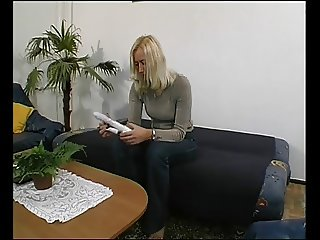 German MILF get a fuck from neighbor