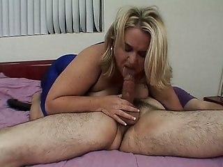 Big blonde works it out