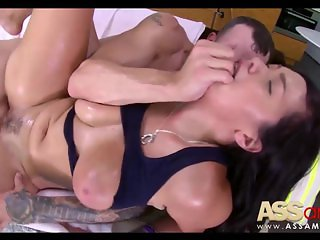 Cassidy Banks Oiled Natural Boobs
