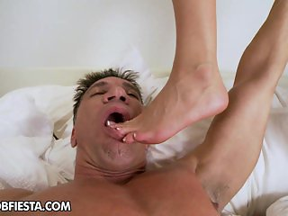 Jessa and her boyfriend enjoys some foot play