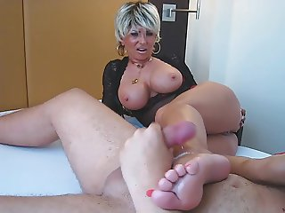 06-09 Facesitting  Footjob