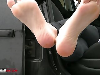 UI058-The snow in the car - Foot Licking