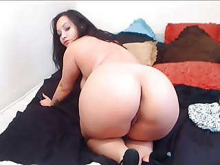 Chubby BBW brunette shows us her ass in high heels.