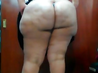 Latina BBW Showing Her Ass