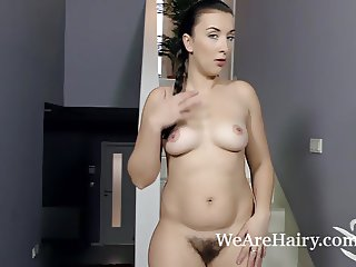 Jessica Patt masturbates with her glass dildo