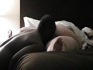 Licking fat mature pussy feels so good