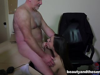 Teen Carla gets fucked and facialied