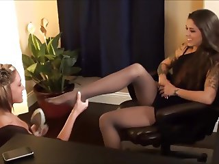 TAYLOR WORSHIPS KAYLA'S SEXY NYLON FEET