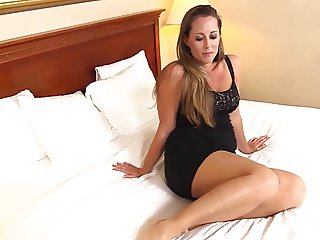 39yr Old Thick Blonde Housewife