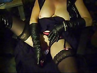 Leathergloves and Dildo