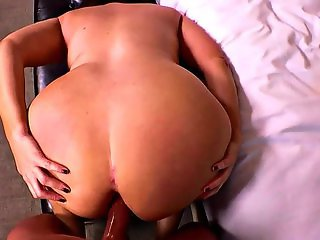 Renee Xxx - Married Deprived Cougar With Curves