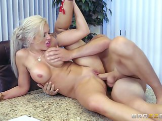 Brazzers - Face sitting with Nina Elle