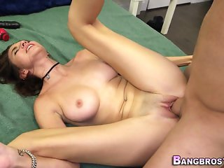 Amateur brunette railed