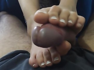 Ametaeur Cum on Toes (2)
