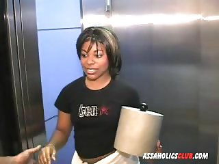 Ebony delivery girl letting the guys lick her