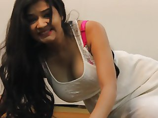 Jiggling Indian tits