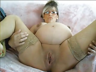 pregnant babe huge pussy in labour