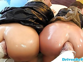 Kinky trio lesbians fisting and pusslicking