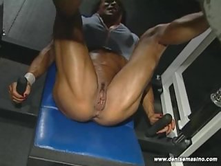 Denise Masino - EXTREME NUDE LEG WORKOUT - Female Bodybuilder