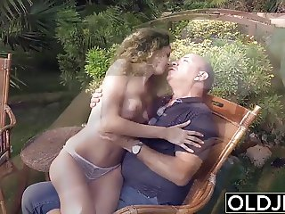 Teen wants to suck an old man cock and fuck her pussy