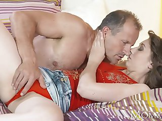 MOM Beautiful natural woman with hairy pussy gets creampie