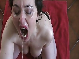 Italian mom drinks hubby's piss