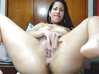 Latina whore squirts on webcam