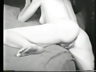 Vintage: bedroom pussy show