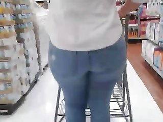 Big booty Mexican milf