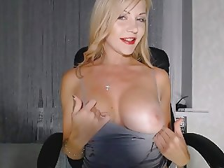 Big Tits Cam Model Show
